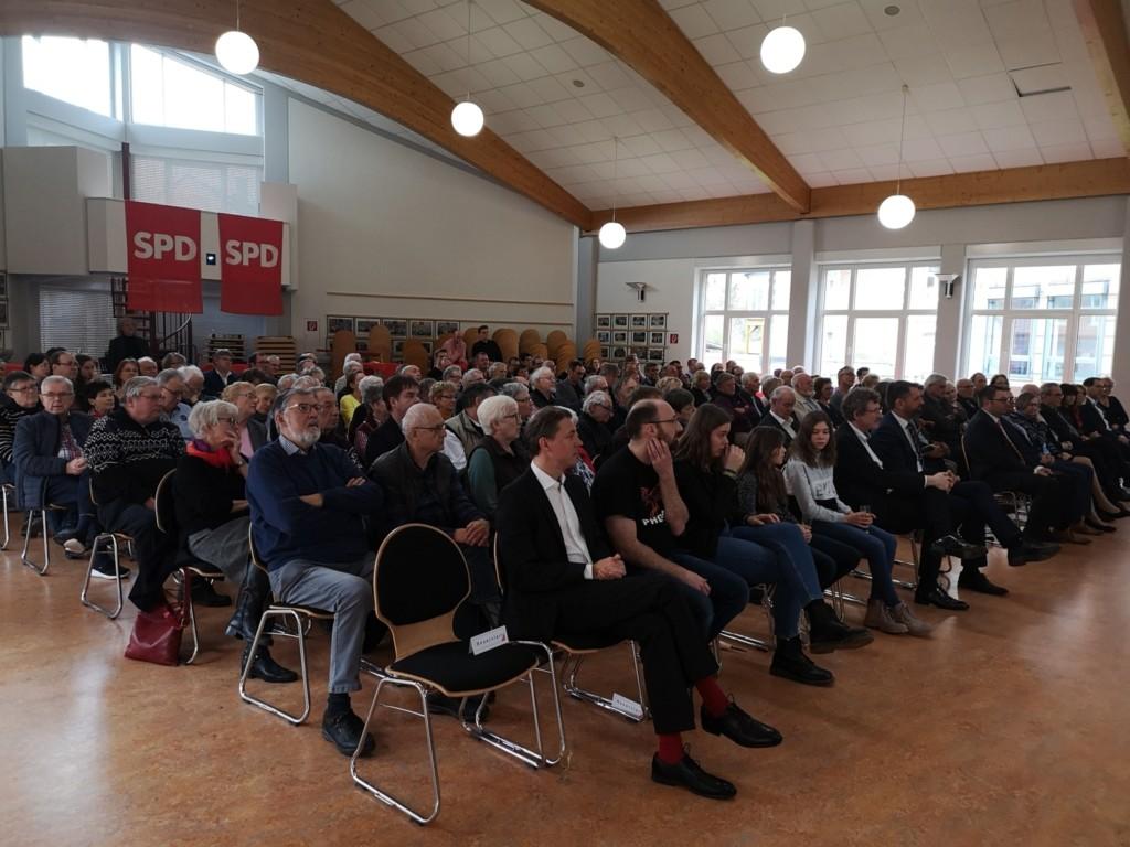 Zu sehen sind die Besucherinnen und Besucher des SPD Neujahrsempfangs 2020