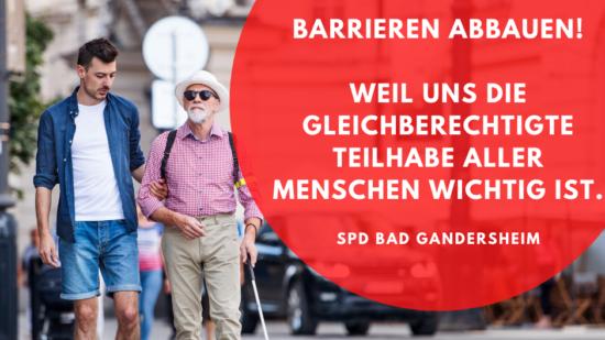 Symbolbild: Ein Mann führt einen blinden Mann über eine Straße. Text: Barrieren abbauen, weil uns die gleichberechtigte Teilhabe aller Menschen wichtig ist.