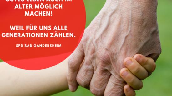 Symbolbild: Eine Hand eines Kindes hält die Hand eines älteren Menschen